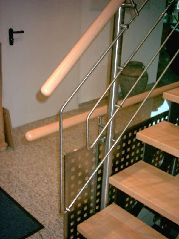 Treppengeländer Holzhandlauf ~   Geländer  Innen  Treppengeländer aus Edelstahl mit Holzhandlauf